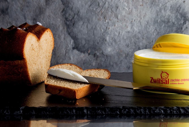 Het speciaal voor deze gelegenheid gemaakte broodje Zwitsal: een brioche met een huisgemaakte (eetbare) crème.