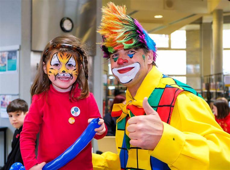 Kinderen, jongeren én volwassenen die willen deelnemen aan het aanbod, zoals de KIA-activiteiten en Start to Sport, schrijven vanaf de krokusvakantie in via i-School.
