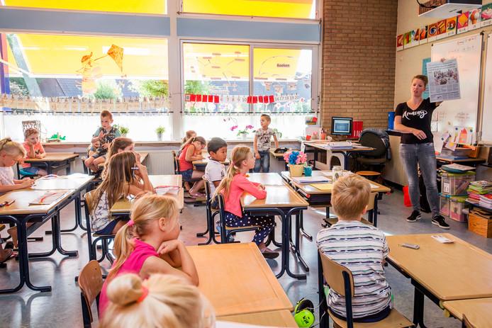 In juni bij de eerste (korte) werkonderbreking van leerkrachten namen moeders soms de les over op basisscholen.