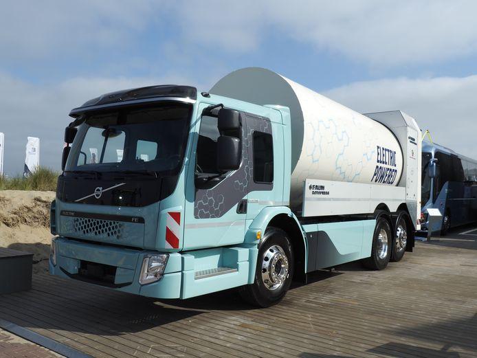 Volvo Trucks toont zijn elektrische huisvuilwagen in Den Haag tijdens de Volvo Ocean Race.