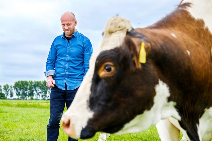 Berend te Voortwis met één van zijn koeien.