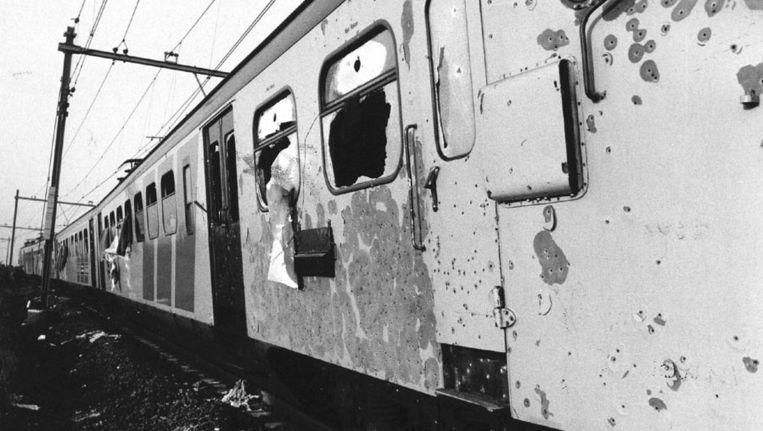 Op 11 juni 1977 beëindigden militairen van een speciale eenheid de treinkaping bij het Drentse gehucht De Punt. Beeld anp