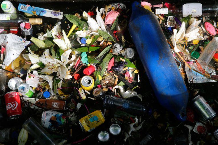 Afval in de Amsterdamse grachten Beeld ANP