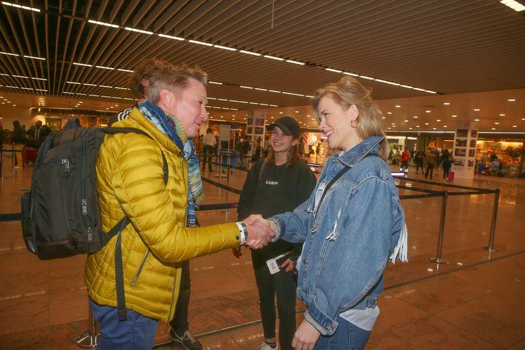 Bart Kaëll begroet Ilse De Lange.