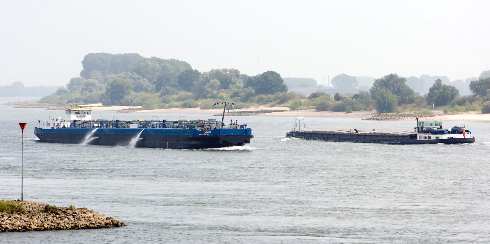 Binnenvaartschepen op de Rijn. Foto ter illustratie.
