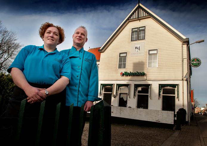 De vroegere eigenaren Emelie van Oeveren en Marco Mijdam van Het Wapen van Westmaas.