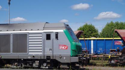 Machinist laat trein met pantserwagens achter in Frankrijk omdat zijn shift erop zit