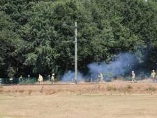 Brand en geen treinen nadat vrachtwagen bovenleiding kapot trekt