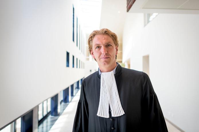 Advocaat Thijs Geerdink spreekt over verschil in jeugdstrafrecht en volwassen strafrecht.