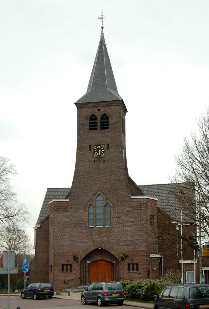 De kerk in Lattrop is straks het middelpunt van twee nieuwbouwwijkjes.