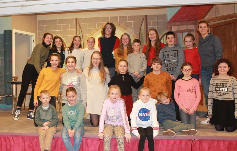 Ook de jeugd Van De Munkgezellen repeteert voor het nieuwste toneelstuk.