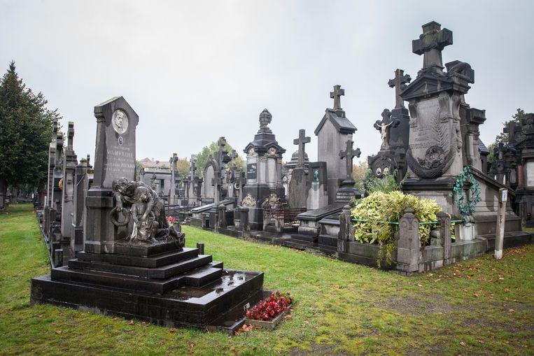 De stad is op zoek naar de concessiehouders van meer dan 2.000 oude graven