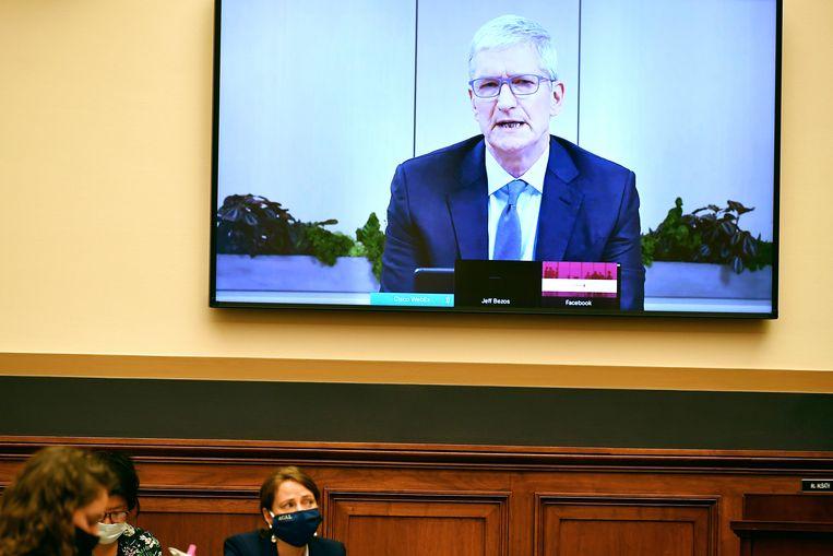 Tim Cook van Apple zei dat zijn bedrijf flinke concurrentie heeft van merken als Samsung en Huawei. Beeld AP