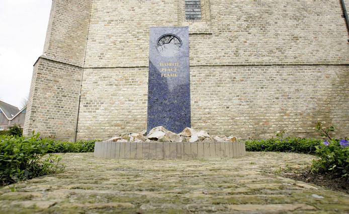 De Wereldvredesvlam kwam vijftien jaar geleden aan in Cadzand en brandt sindsdien permanent.
