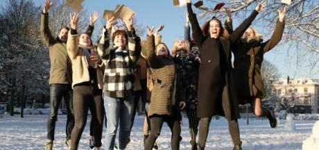 Kerstkaartenactie in Harderwijk om ouderen op te fleuren: 'De brievenbus blijft soms akelig leeg'