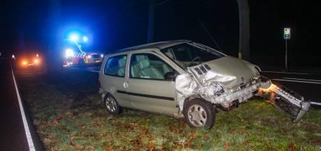 Auto botst met bus in Warnsveld: bestuurster gewond