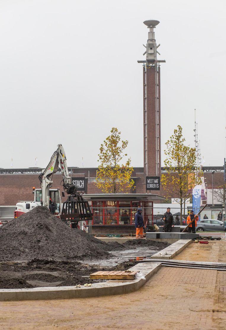 De werkzaamheden aan het plein moeten in december klaar zijn Beeld Floris Lok
