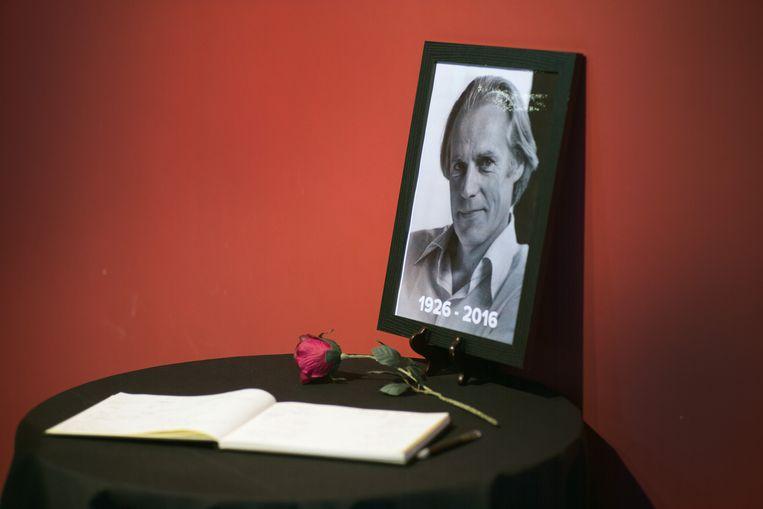 Een condoleanceregister voor George Martin in Liverpool. Beeld getty