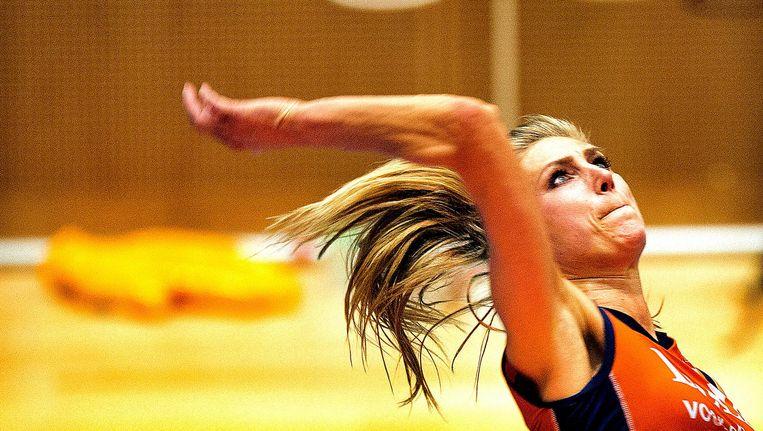 Manon Flier-Nummerdor in actie tijdens een wedstrijd in de zaal in 2014 Beeld null