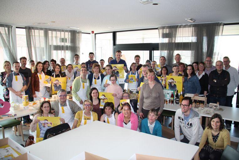 In het zorgcentrum de Vleugels in Klerken hebben 25 West-Vlaamse organisaties uit de zorg en sociale economie een samenwerking ondertekend. Tijd voor de groepsfoto
