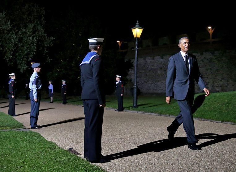 De Amerikaanse president Barack Obama arriveert voor de Navo-top op het Cardiff-kasteel in Wales. Beeld afp