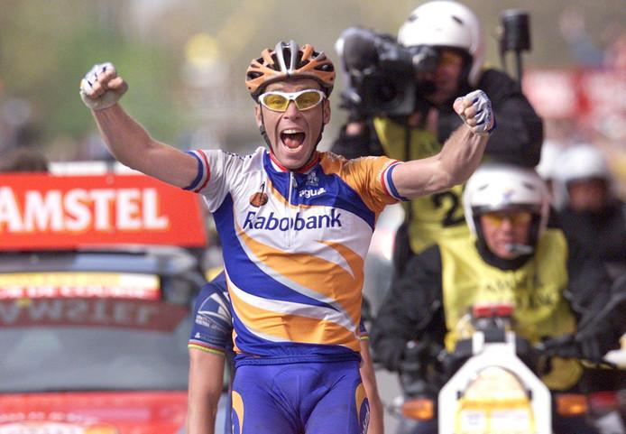Erik Dekker won in 2001 de Amstel Gold Race in Maastricht. Hij was - tot vandaag - de laatste Nederlandse winnaar van de koers.