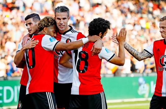 Robin van Persie viert een feestje na weer een Feyenoord-goal.