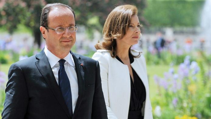 François Hollande et Valérie Trierweiler à leur arrivée dans le jardin des Tuileries.