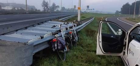 Mysterie opgelost: fietsen langs A28 bij Zwolle stonden op losgeraakte fietsendrager