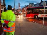 Verkeersregelaars kijken werkloos toe: ovonde Julianaplein kan toestroom bussen op dag één aan