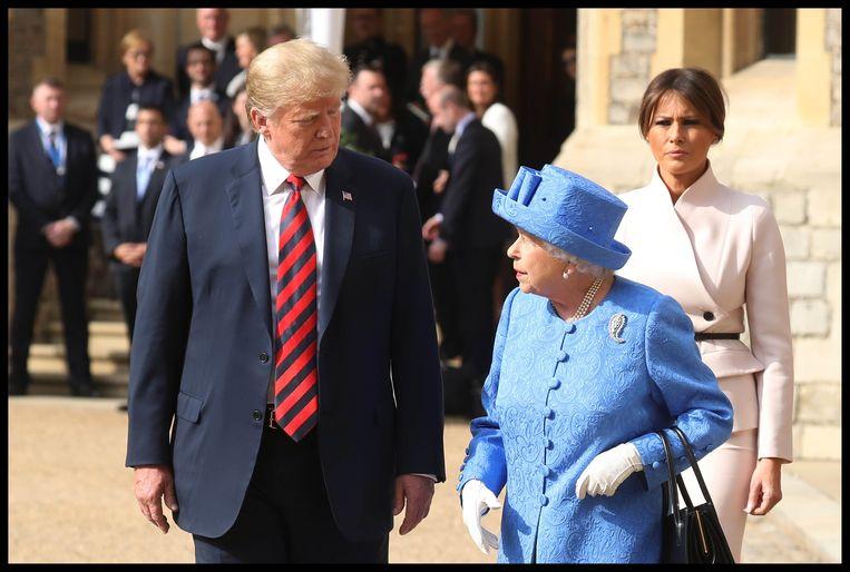 Trump samen met de Britse koningin Elizabeth: 'Een mooie vrouw', aldus de president. Beeld Photo News