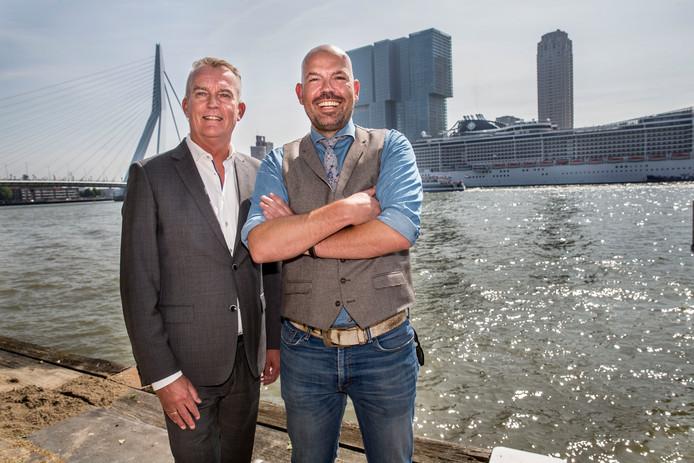 HNY-directeur Roel Dusseldorp (rechts) en zijn collega Erik de Wit van het Parkhotel. ,,Een nachtje weg kan al duur genoeg zijn.''