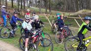 Jongeren proeven van 'offroad cycling' tijdens initiatie op Balenberg