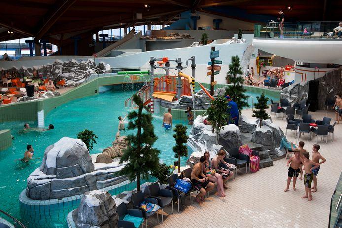 Ter illustratie. De twee Roemeense broers zouden meisjes bewust voor hebben laten gaan op de wildwaterbaan in zwembad De Scheg om ze onderweg te kunnen betasten.