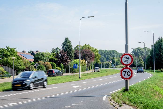 Bewoners aan de oude n18 rondweg koningin Wilhelminastraat willen dat de maximum snelheid sneller van 70 naar 50 gaat.