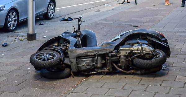 Bestuurder motor gewond bij botsing op Bosscheweg in Tilburg.