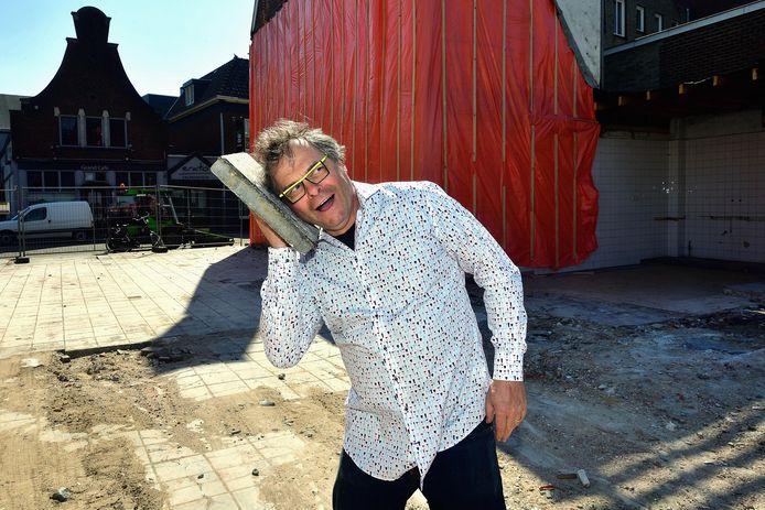 Peter Kesseler op de plek waar 'zijn' Verkadehuis stond, als tegels konden praten.