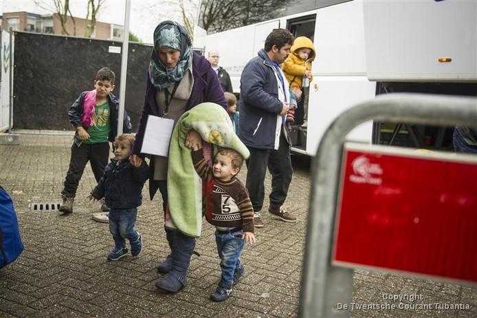 Archiefbeeld: Aankomst vluchtelingen in Hof van Twente