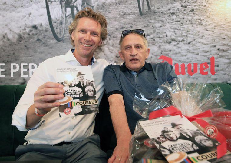 Koffiebrander Patrick Hanssens en zijn held, met wie hij 45 jaar geleden op de foto ging.