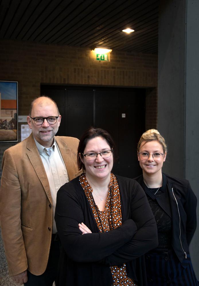 Steunouder Greetje Verbruggen (midden) samen met Hans van Kleef en Lenneke Geurtjens van de LEV groep.