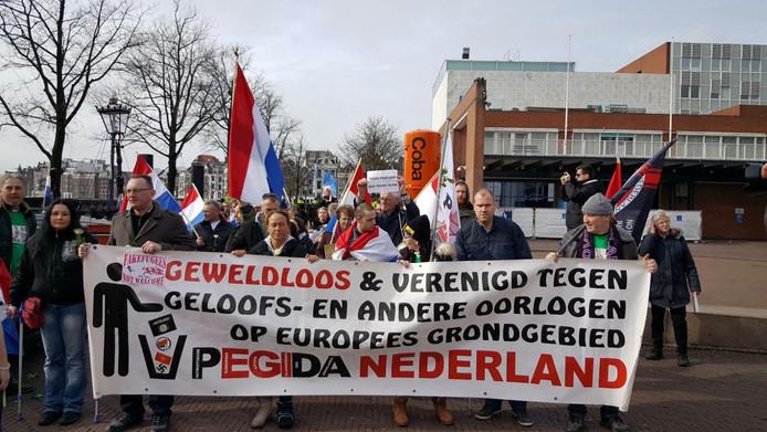 Aanhoudingen bij demonstratie pegida in amsterdam voor for Demonstratie amsterdam
