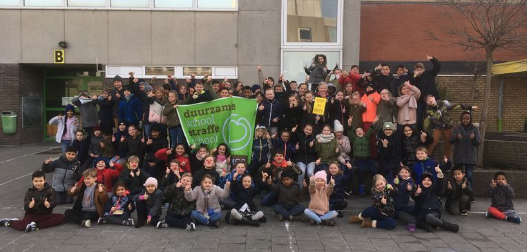 De leerlingen van vrije basisschool O.L.V.O in Knokke-Heist kregen woensdag een beloning als ze niet met de auto naar school werden gebracht.