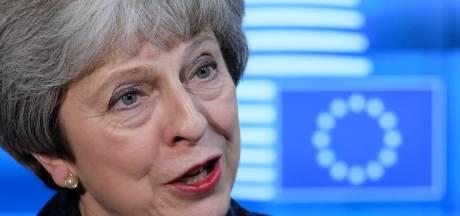 May smeekt Britse bevolking in open brief om steun voor brexitdeal