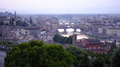 Firenze deelt boetes uit aan snackende toeristen: tot 500 euro voor broodje op straat