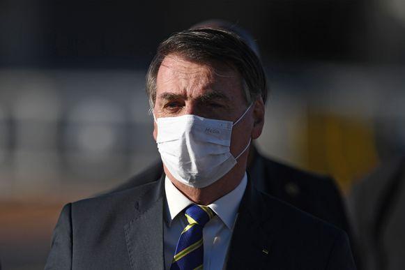 De Braziliaanse president Bolsonaro met mondkapje op.