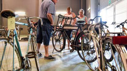 Oldtimer fietsen en voertuigen veroveren Berlare