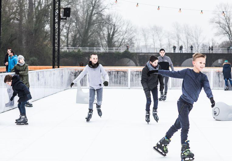 '100 procent schaatsplezier en 100 procent CO2-neutraal', is het motto van de ijspiste in kunststof.