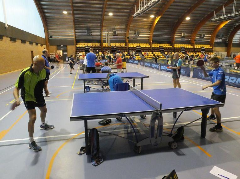 De oorspronkelijke acht tafels werden er uiteindelijk twintig in de grote sporthal van Palaestra.