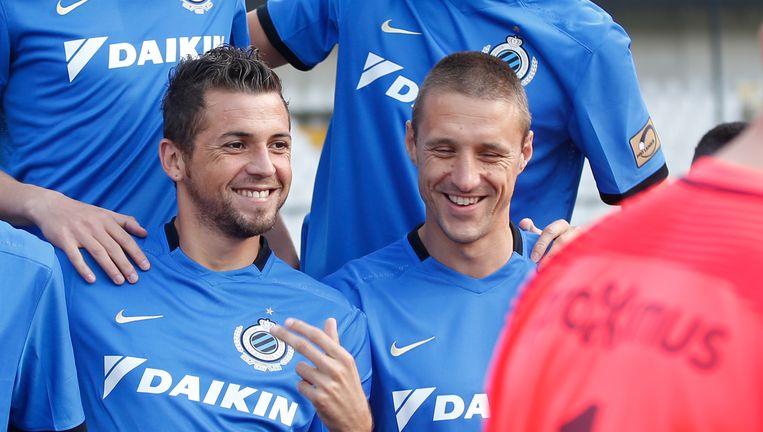 Club gaat op zoek naar een vervanger voor Simons (rechts). Claudemir, de enige vervanger, geniet buitenlandse interesse.
