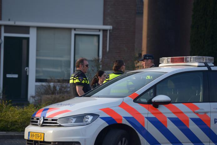 Politie bij het burenconflict.